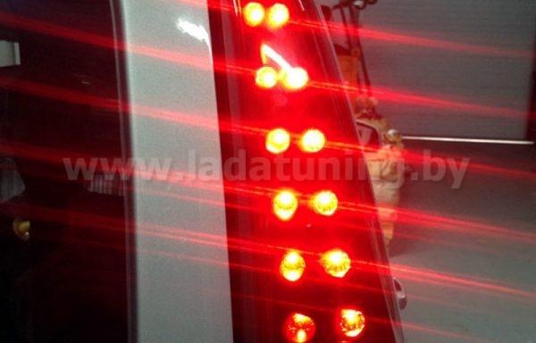 Дополнительные светодиодные задние фонари для Lada Largus (Ларгус). Точечные, «Нового образца»