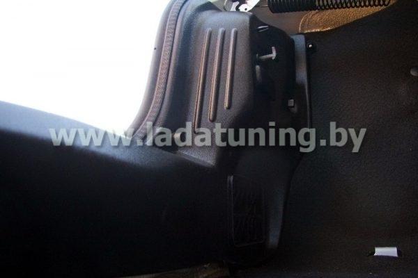 Внутренняя обшивка задних фонарей для Renault Logan
